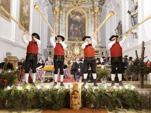 Adventsingen mit Wertacher Alphornbläser mit Algeyerhorn