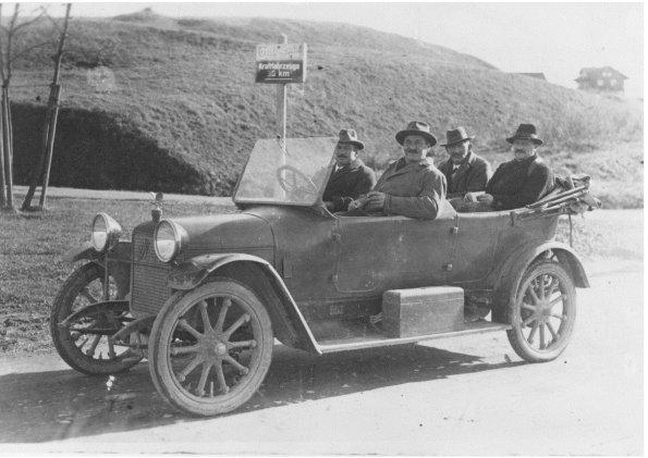Anton und Josef Kramer (von links vorne)