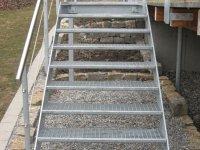 Außentreppe mit Gitterroststufen