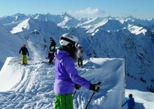 Perfekte Ausrüstung fürs Skilager im Allgäu