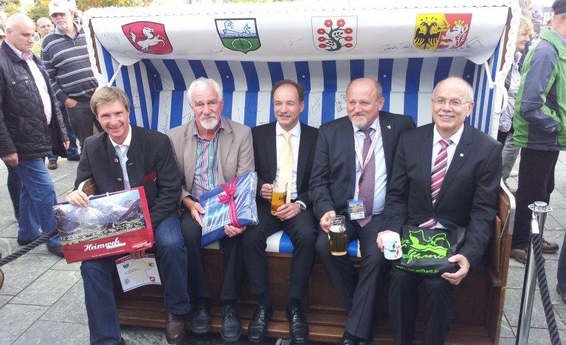 Sächsischer Staatsminister Sven Morlok und die vier Bürgermeister