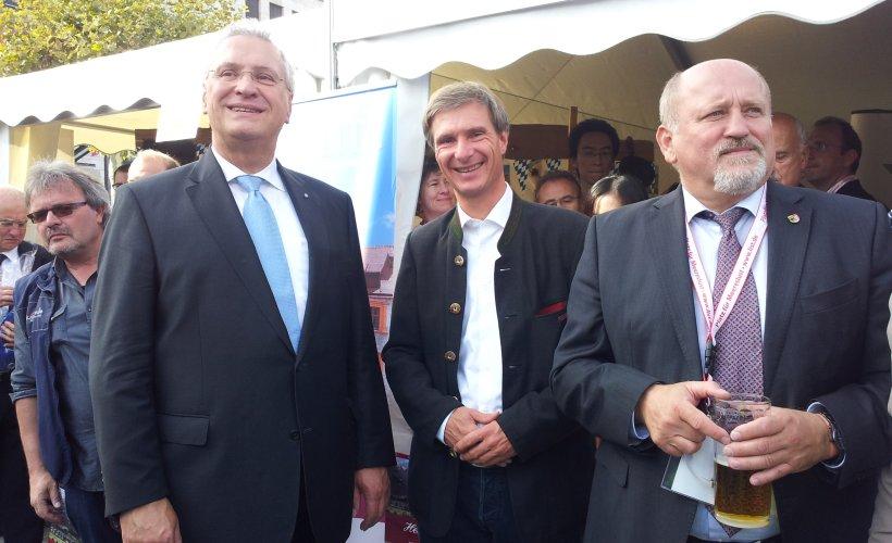 der Bayerische StaatsministerJoachim Herrmann zu Besuch beim Zipfelzelt